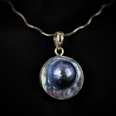 yellow gold mabe pearl pendent